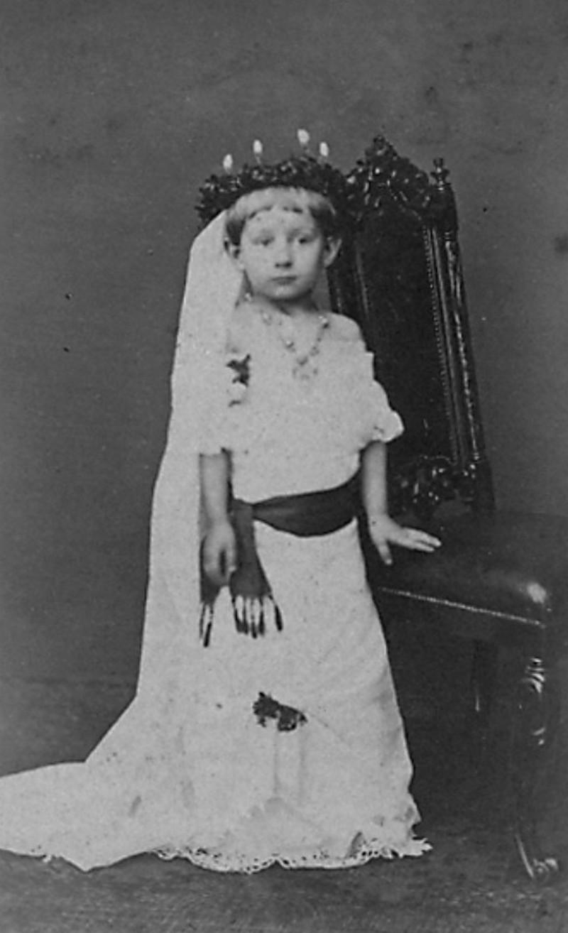 Lucia-ünnepre öltözve